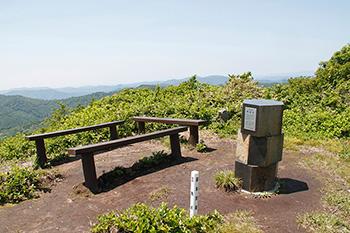 稲庭岳山頂