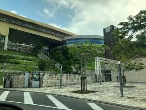 新しい漆の採取法の研究のため、沖縄県にある沖縄工業高等専門学校へ。